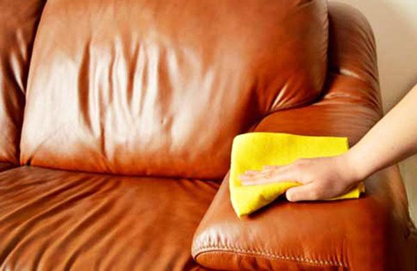 làm sạch sofa da